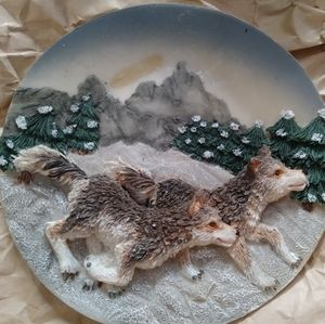 Small wolf display plate